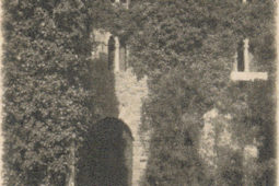 Castle Monterone's cloister in 1927