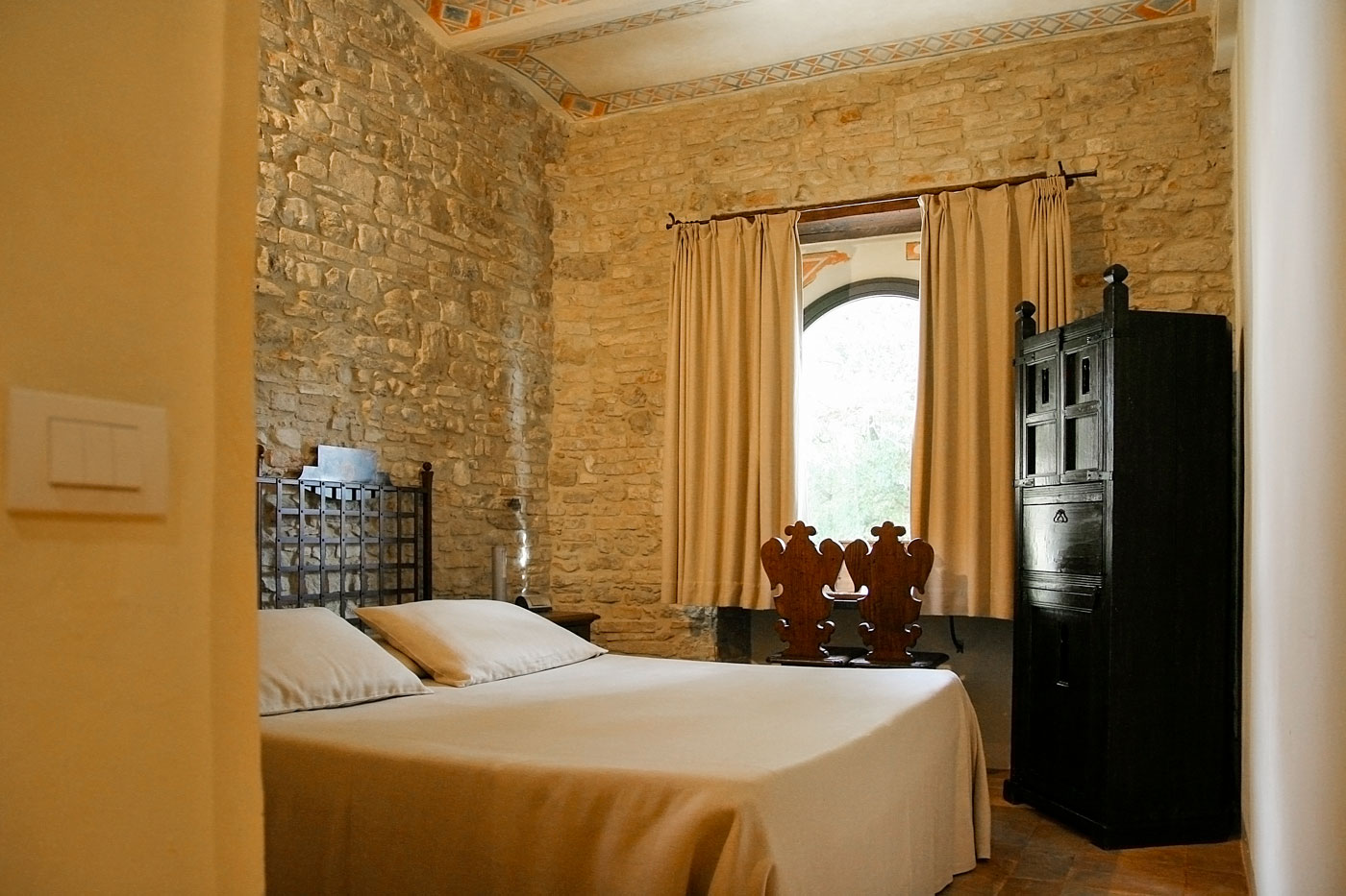 Camera del rosone castello di monterone for Piani camera a castello