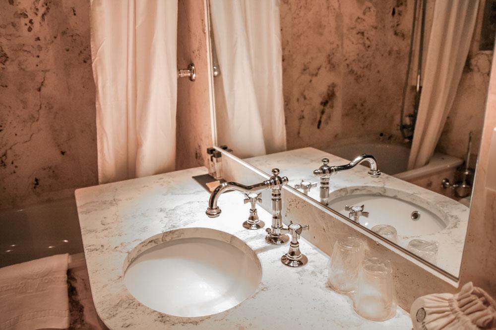 Camera delle armi castello di monterone - Camera nascosta in bagno ...